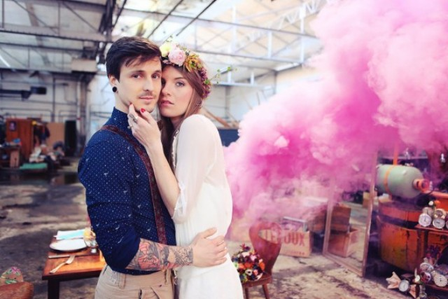 21-Awesome-Smoke-Bomb-Wedding-Ideas3
