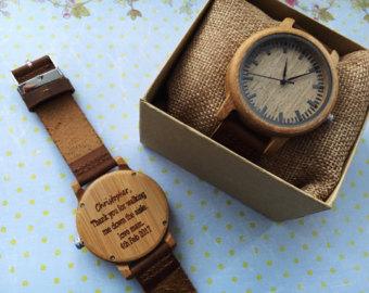 cadeau aux t moins une montre customis e petit prix la mari e enjou e. Black Bedroom Furniture Sets. Home Design Ideas