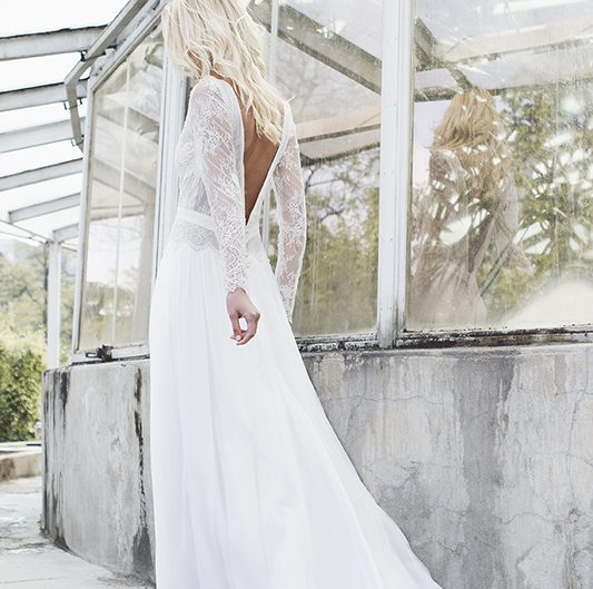 robe-mariée-emie-caroline-takvorian-dos-nu-533x529